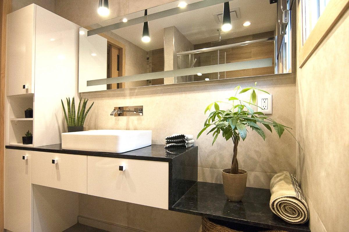 Salle de bain en pierre saint henrie créer par un designer d'interieur